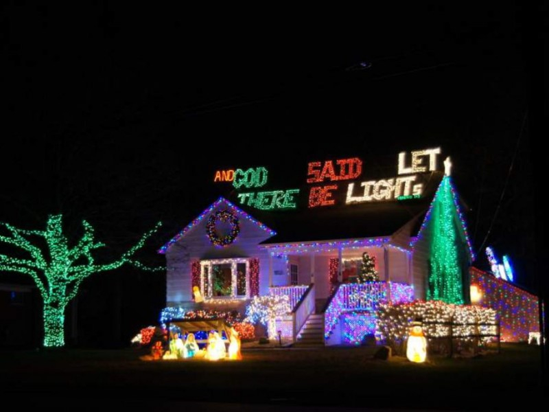 34,000 Christmas Lights Illuminate Macomb Township Family In Oakland School For The Arts Calendar