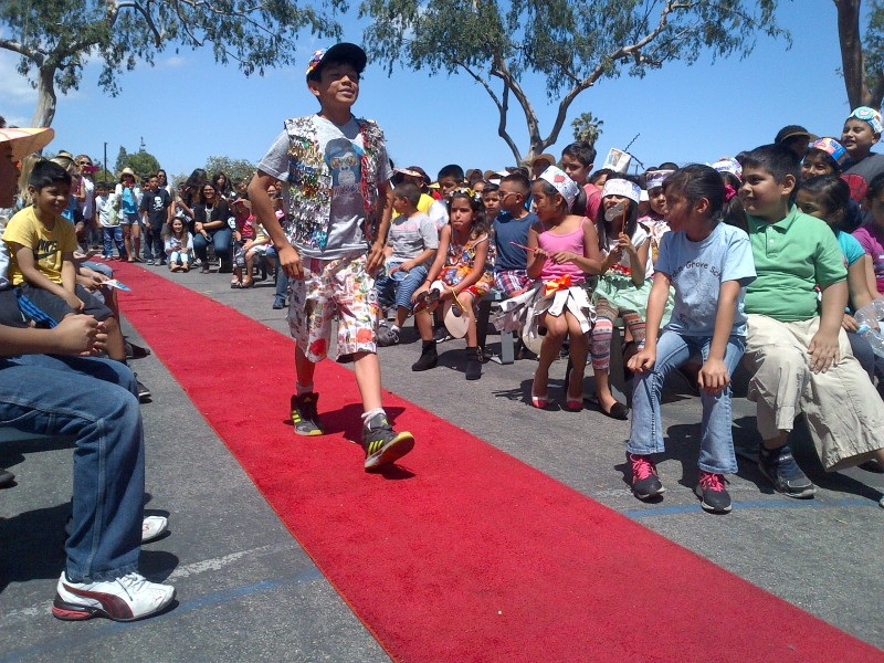 Recycling Fashion Show Heldgarden Grove Elementary Pertaining To Fountain Valley Elememtary Calender 2021 2020