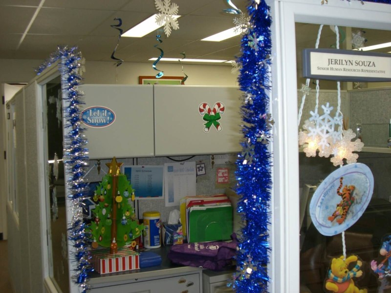 50+ Wonderful Christmas Decorations Ideas For Office Throughout Office Work Holiday Fun
